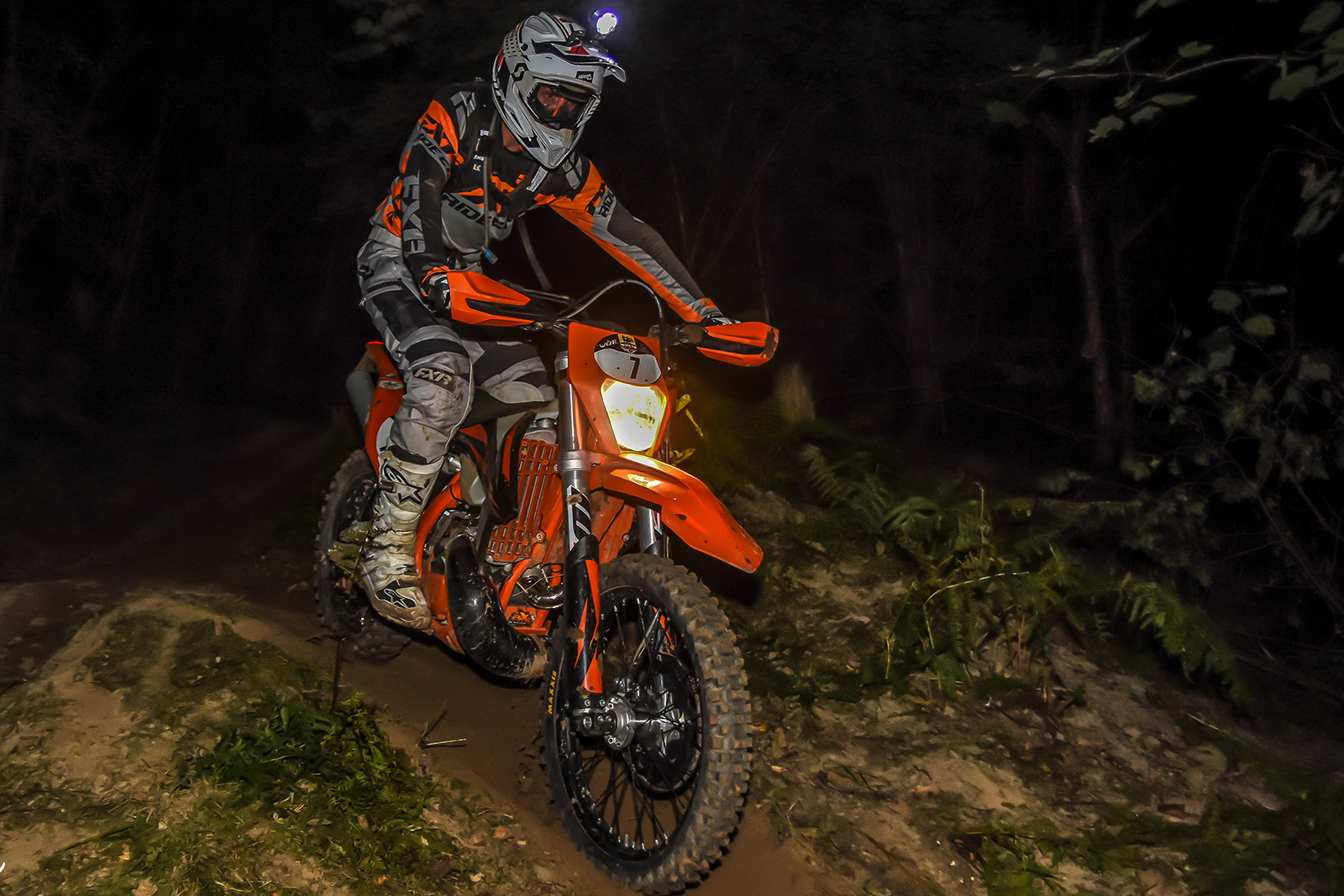 KTM 300 EXC TPI Test Mule: Night racing rocks!