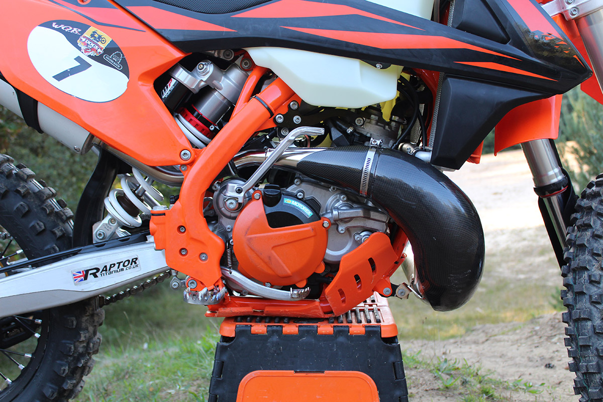 ktm_300_tpi_longterm_engine-exhaust-guard_enduro21_560