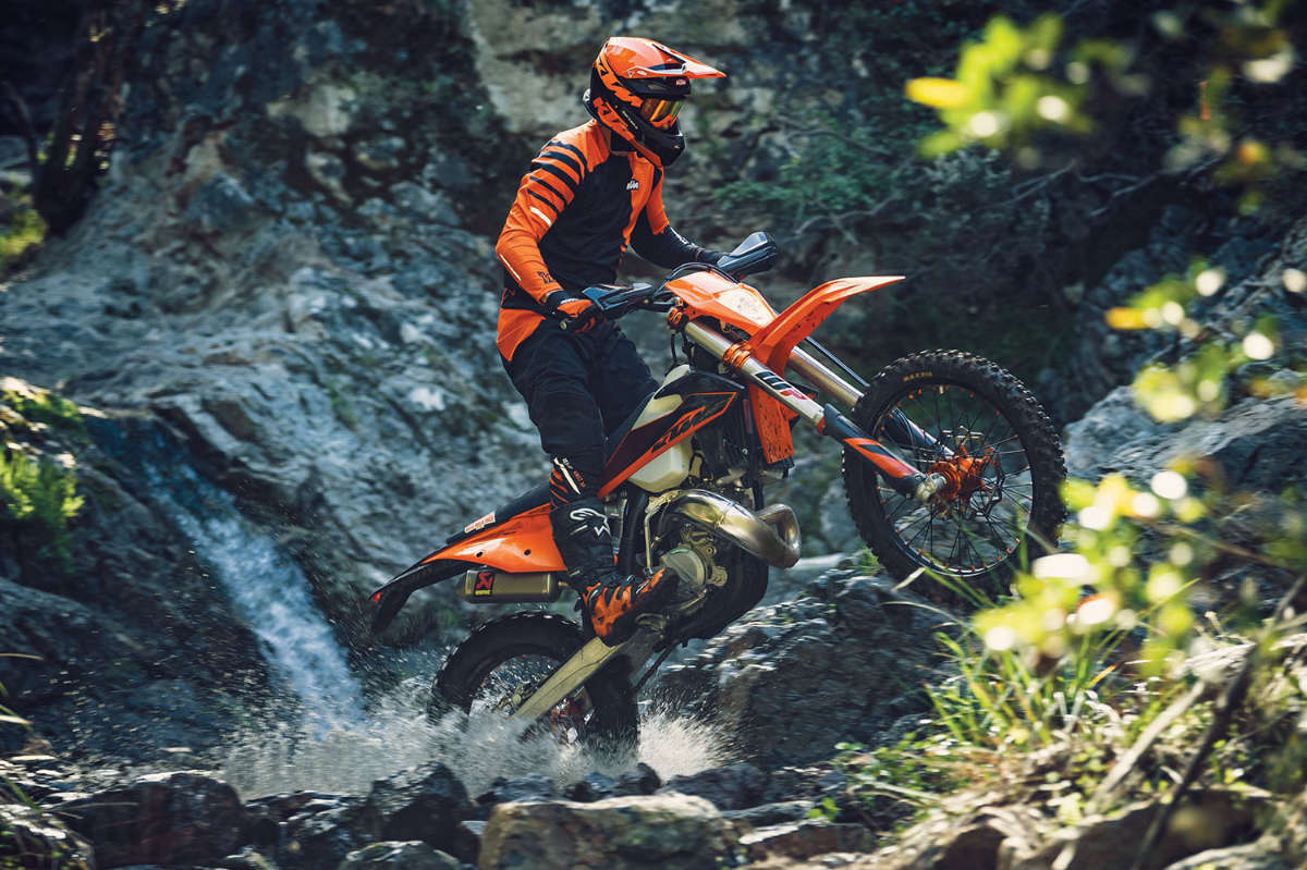 01_action_ktm_150_exc_tpi_my2020