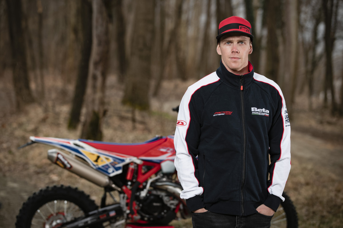 Steve Holcombe signs with Beta for two more years in EnduroGP