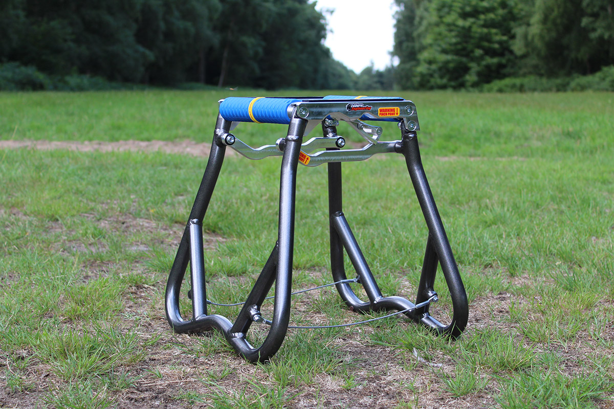 First look: Enduro Engineering foldable bike stand