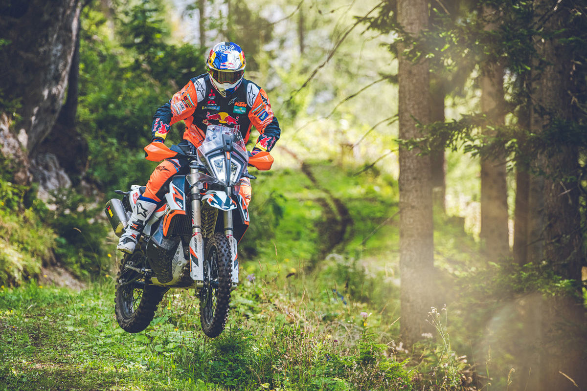 360999_my21-ktm-890-adventure-r-rally_-action_-toby-price